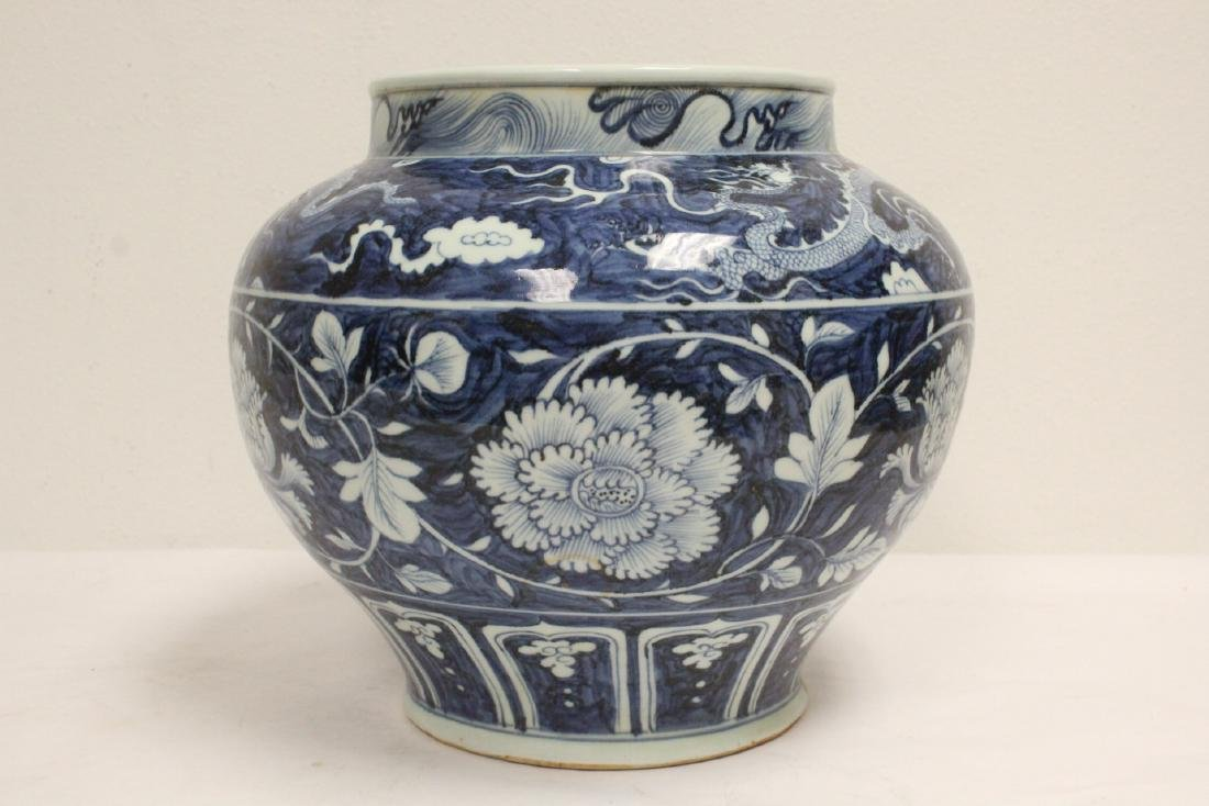 Large blue and white jar - 3