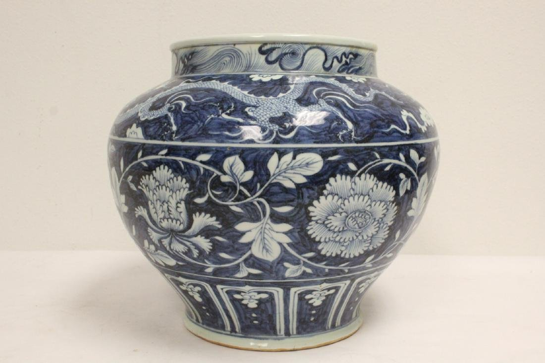 Large blue and white jar - 4