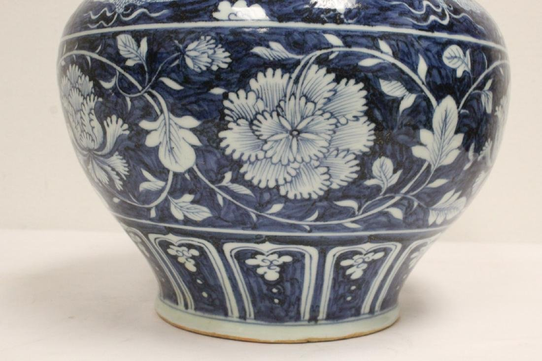 Large blue and white jar - 7