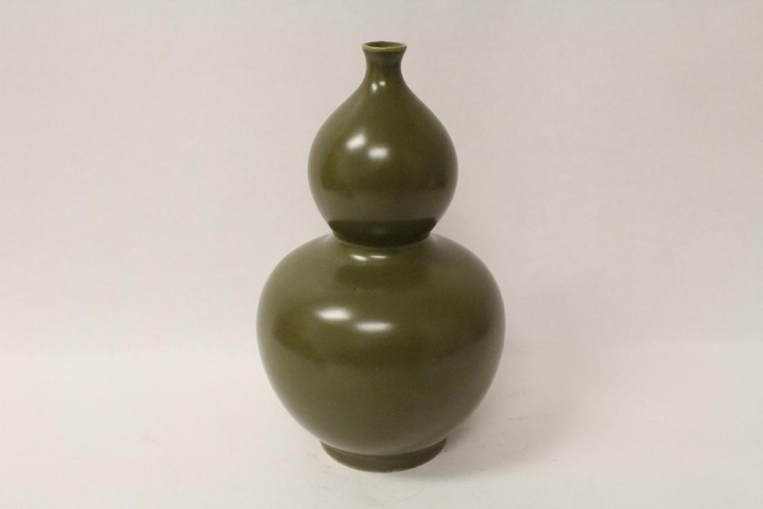 A gourd shape porcelain vase