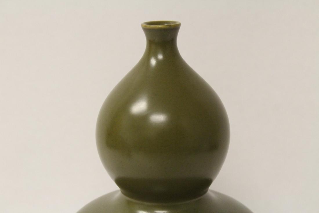 A gourd shape porcelain vase - 3