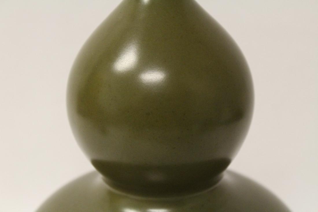 A gourd shape porcelain vase - 8