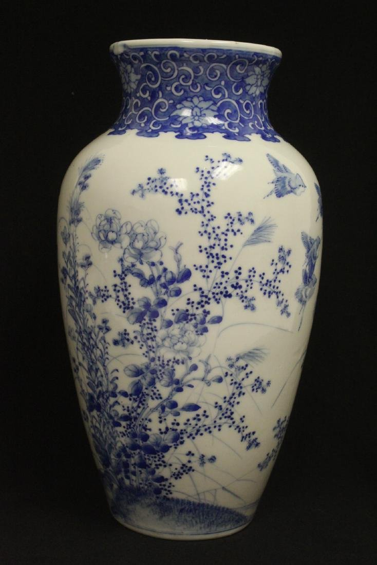 Chinese vintage blue and white porcelain vase - 3