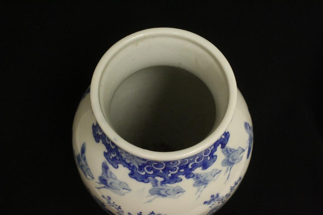 Chinese vintage blue and white porcelain vase - 5
