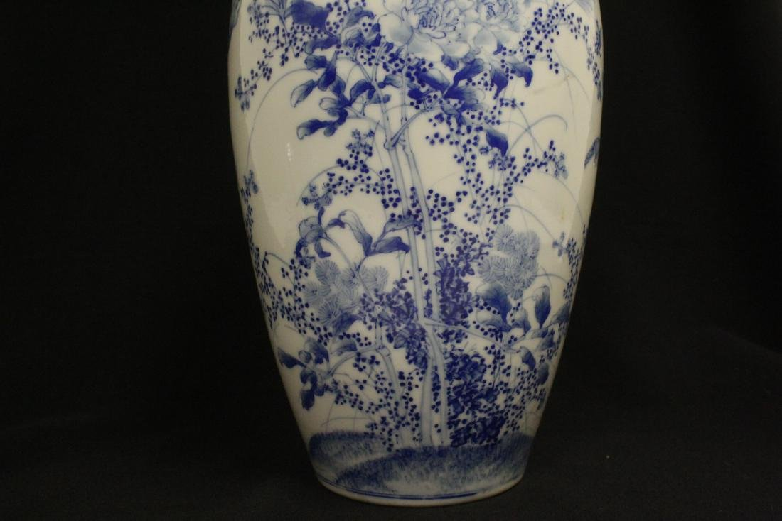 Chinese vintage blue and white porcelain vase - 7