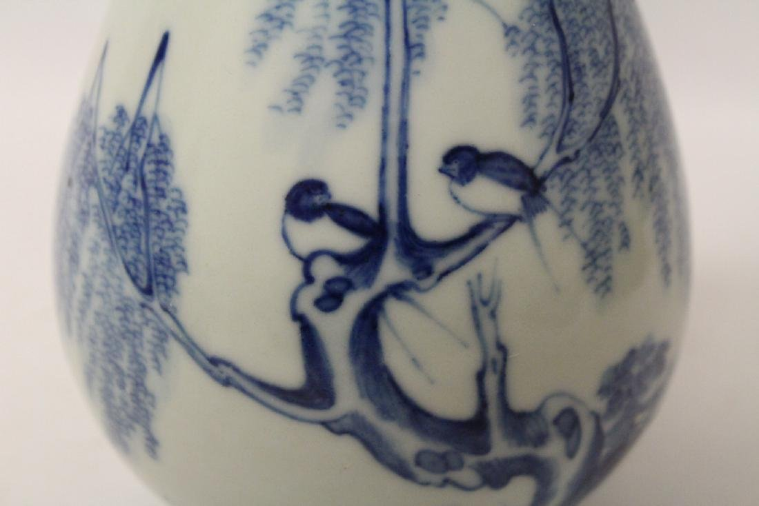 Chinese vintage blue and white porcelain vase - 10