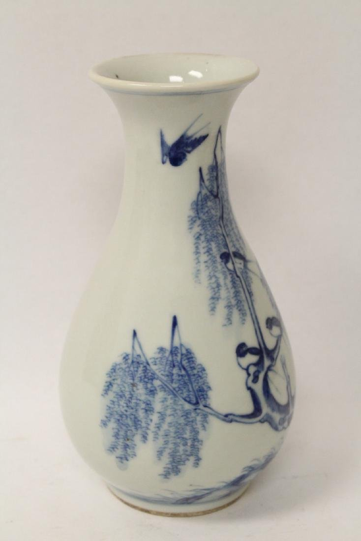 Chinese vintage blue and white porcelain vase - 4