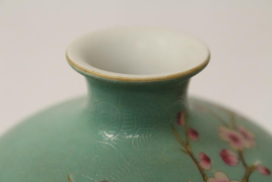 Green background famille rose porcelain vase - 10