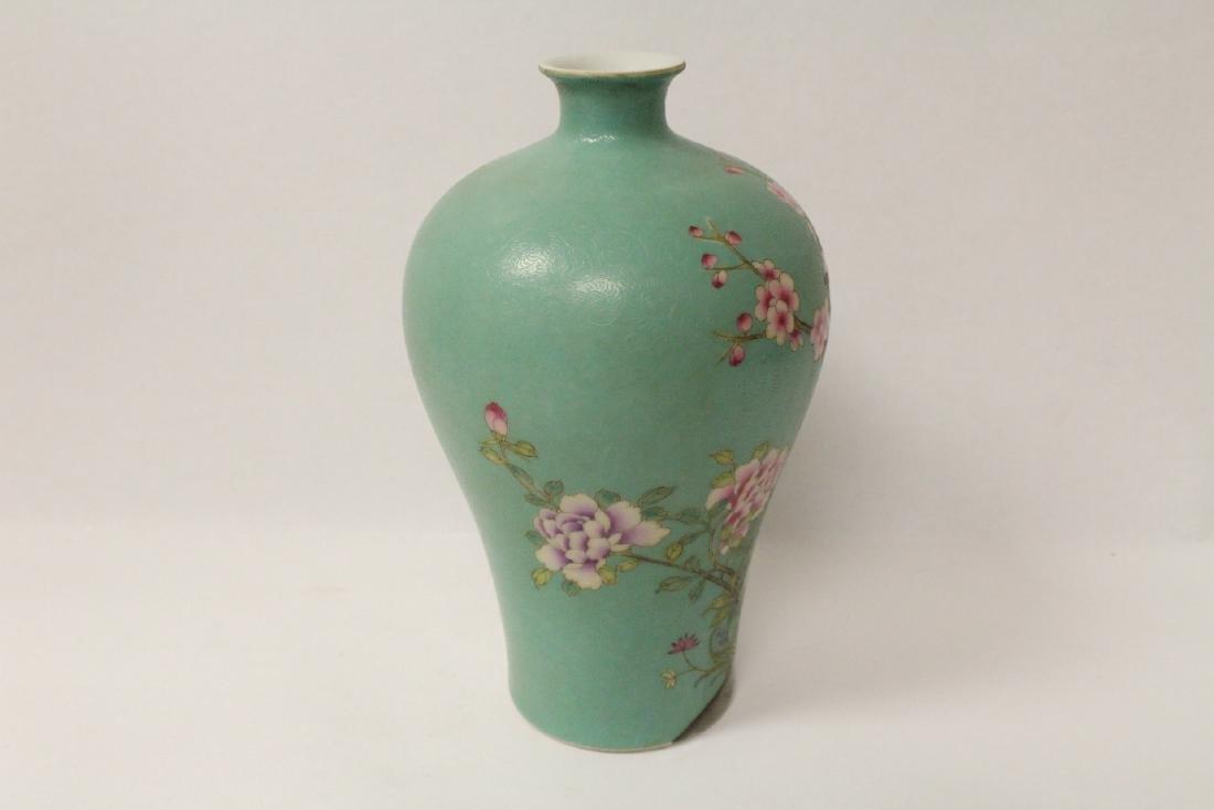 Green background famille rose porcelain vase - 3