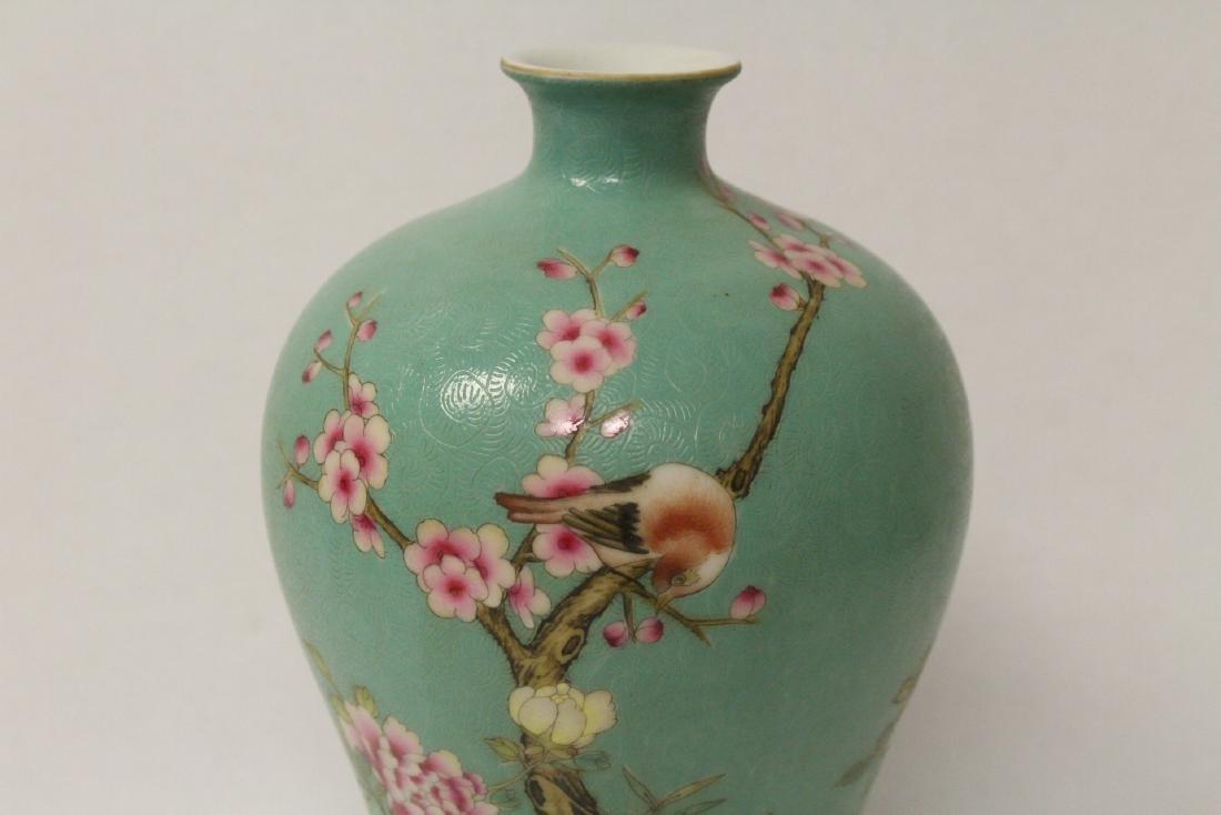 Green background famille rose porcelain vase - 4
