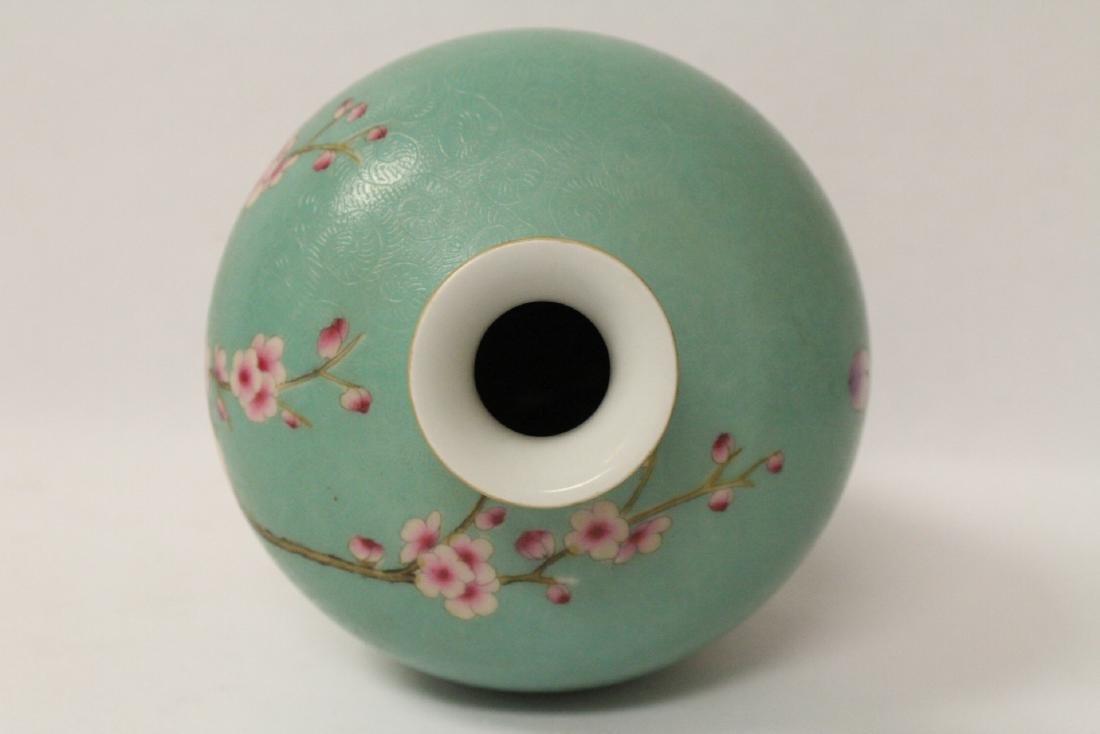 Green background famille rose porcelain vase - 7