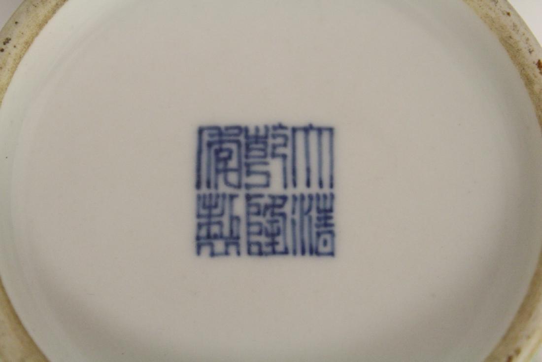 Green background famille rose porcelain vase - 9