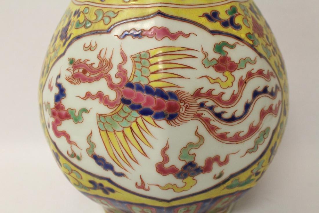 A fine Chinese wucai porcelain vase - 7