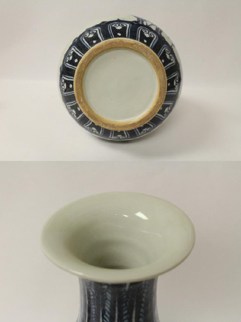 Chinese blue and white porcelain vase - 9