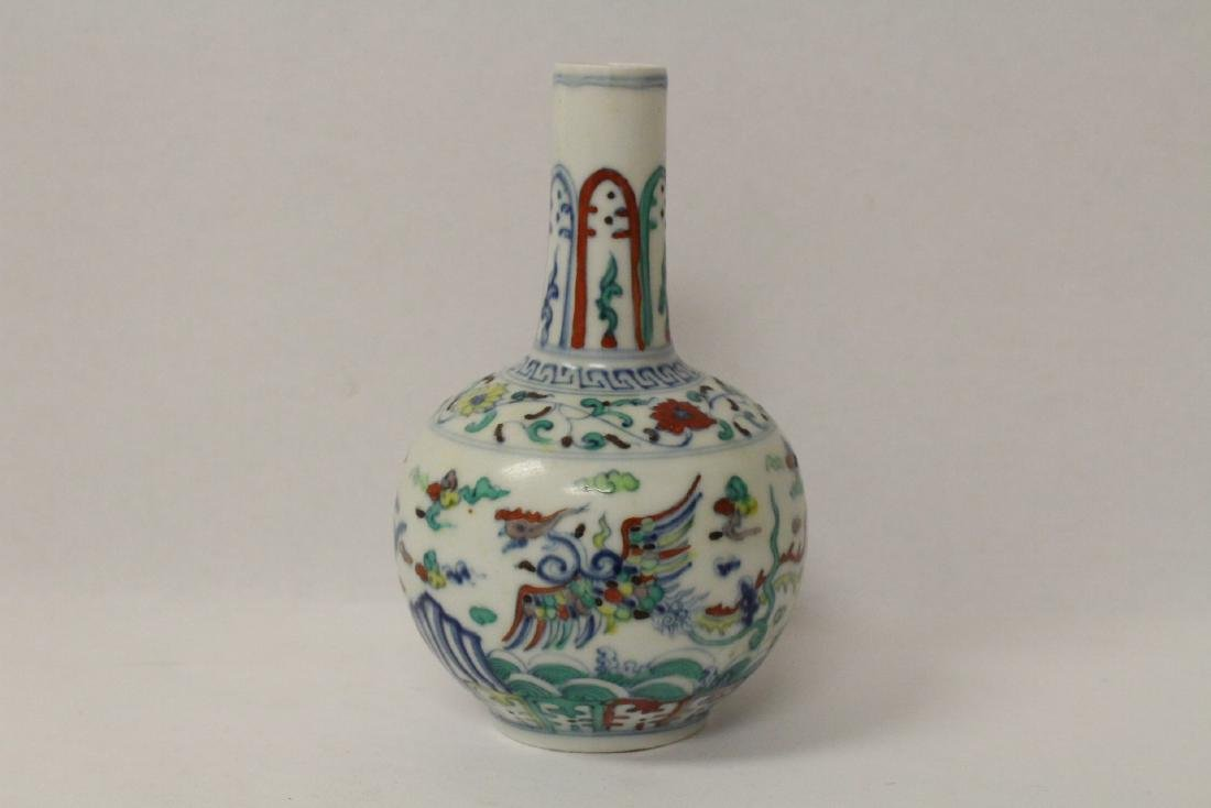 Small wucai porcelain vase