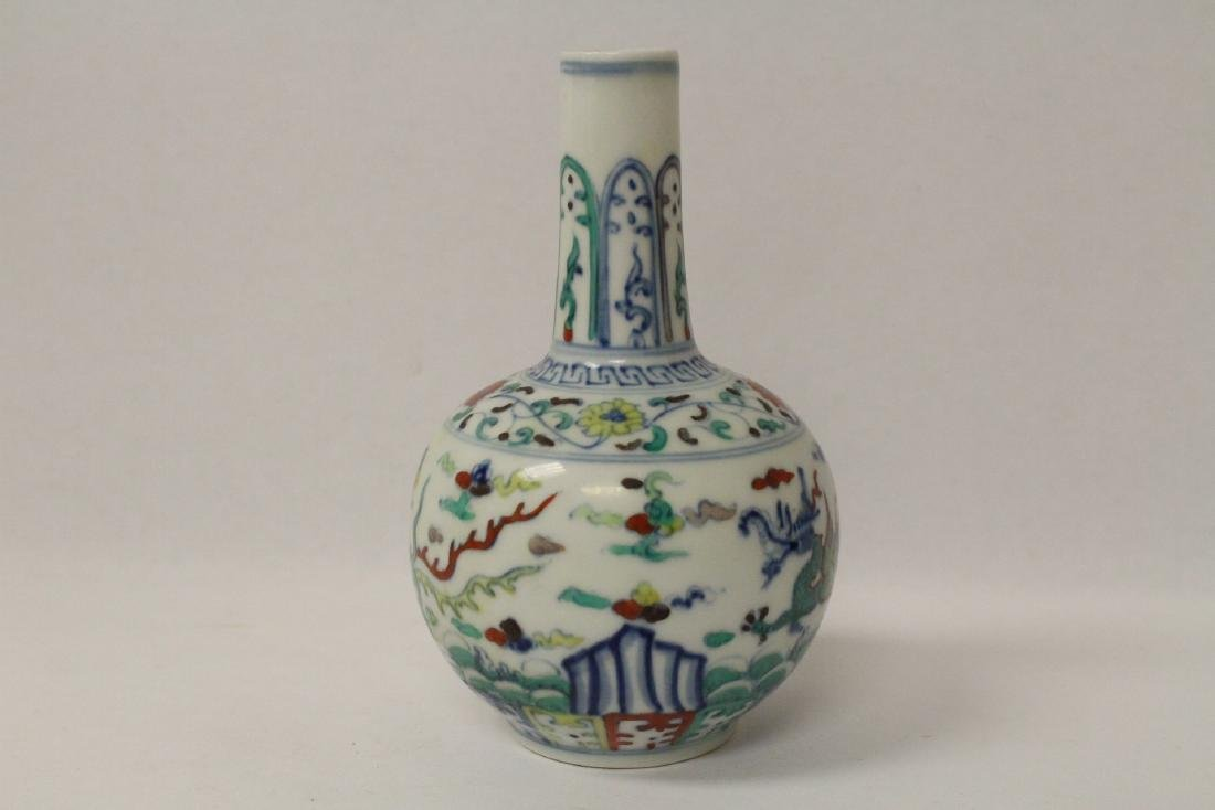 Small wucai porcelain vase - 2