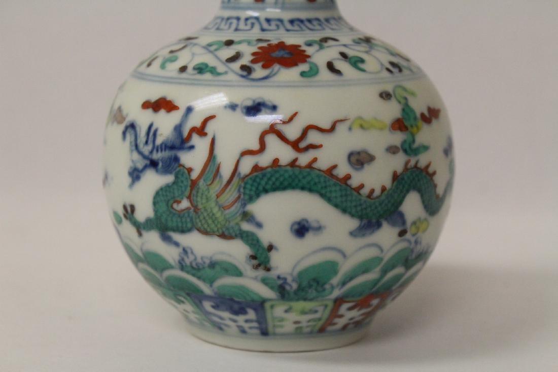 Small wucai porcelain vase - 5