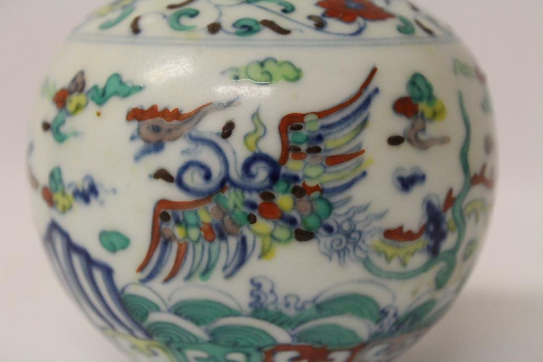 Small wucai porcelain vase - 8