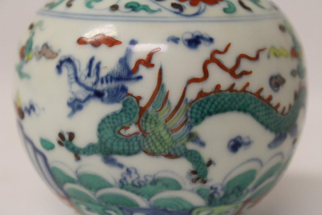 Small wucai porcelain vase - 9