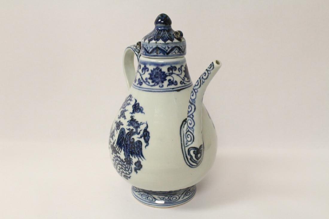 Blue and white porcelain wine server - 2