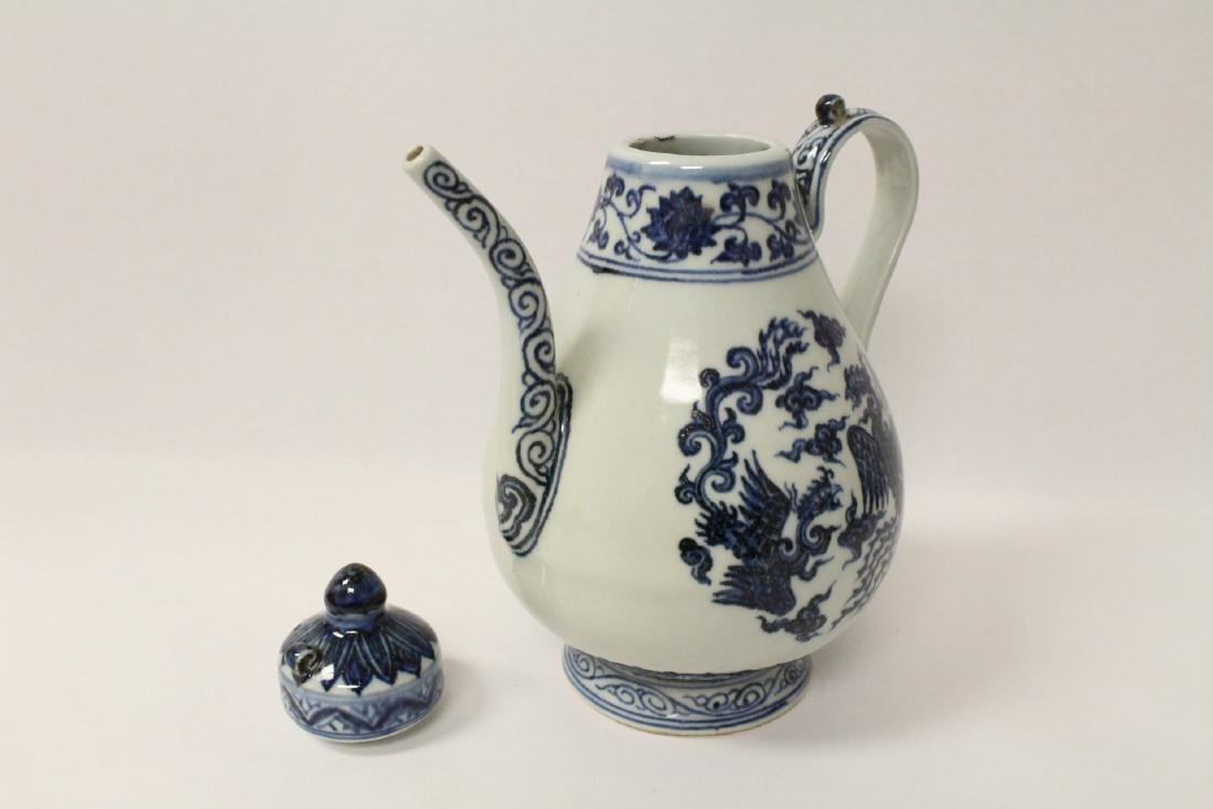 Blue and white porcelain wine server - 3