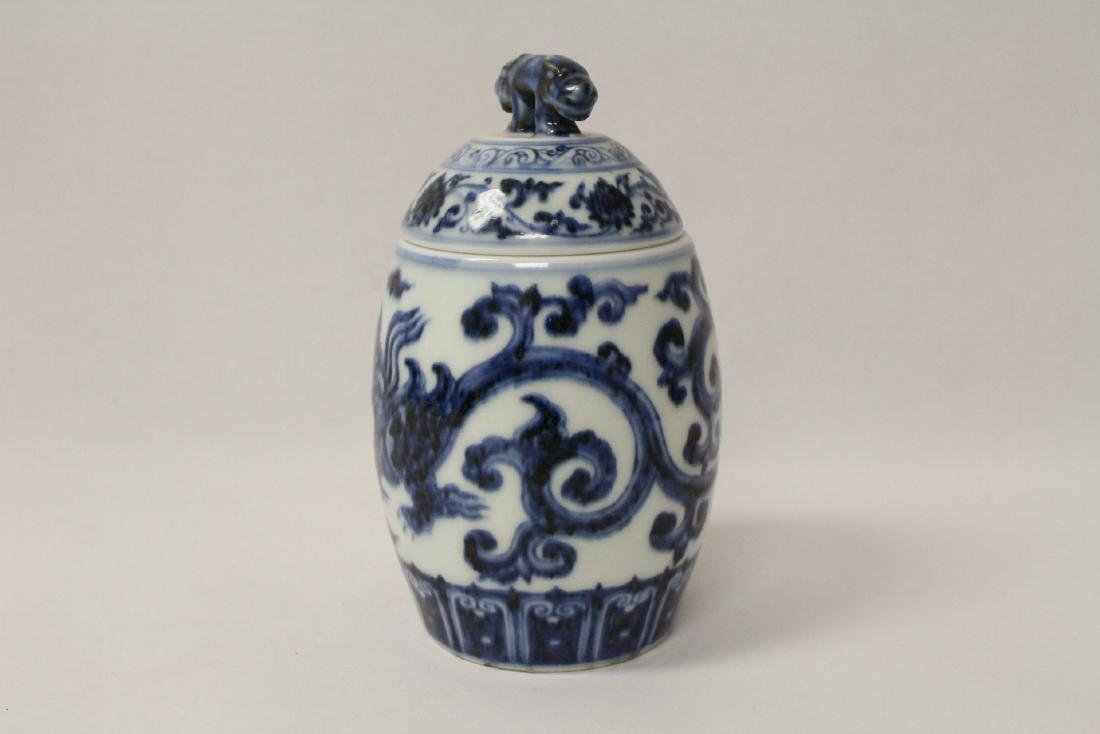 Blue and white small covered jar - 2