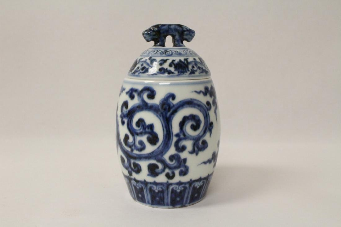 Blue and white small covered jar - 3