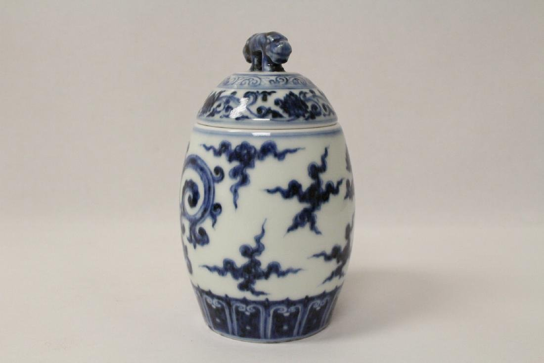 Blue and white small covered jar - 4