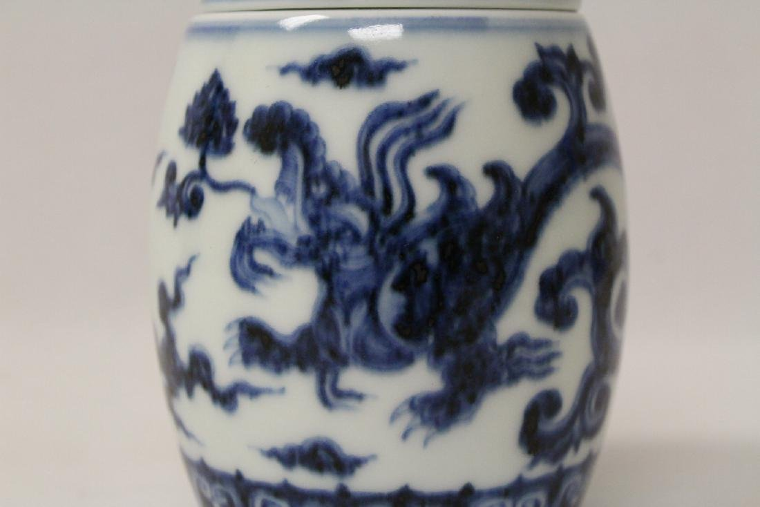 Blue and white small covered jar - 8