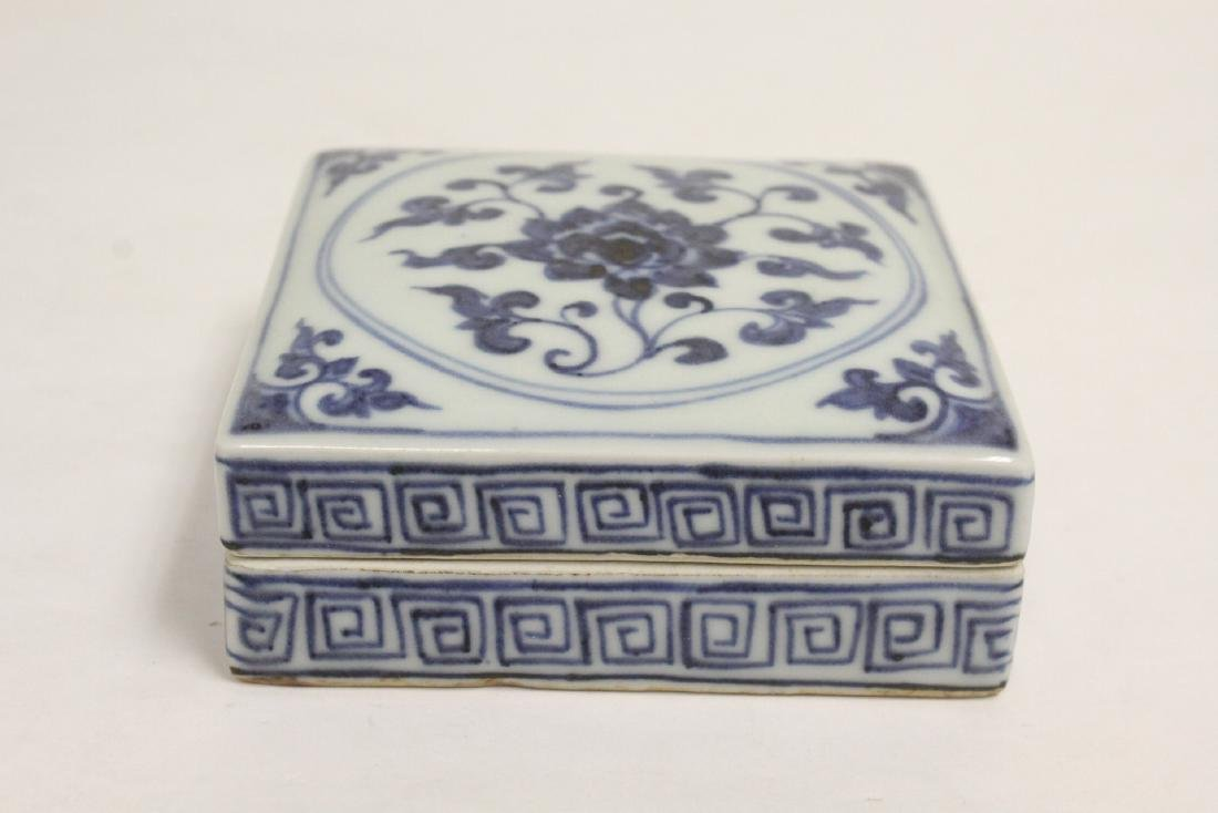 2 Chinese blue and white pieces - 2