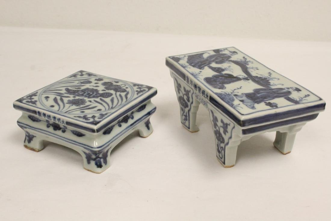 2 Chinese blue and white porcelain pedestal stands - 10