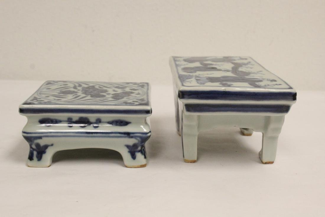 2 Chinese blue and white porcelain pedestal stands - 2