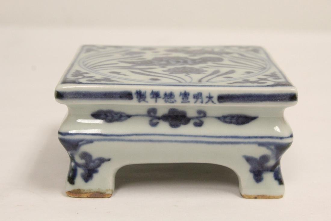 2 Chinese blue and white porcelain pedestal stands - 8