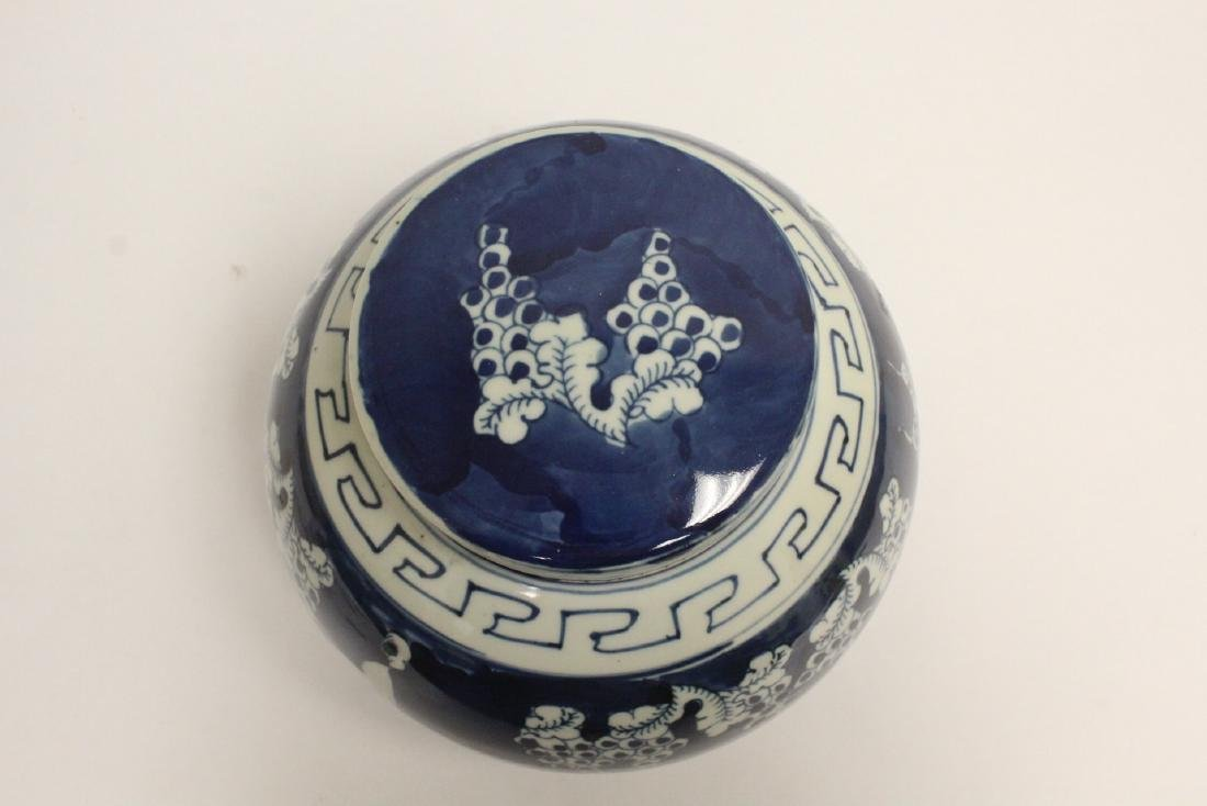 Vintage Chinese blue and white covered jar - 5