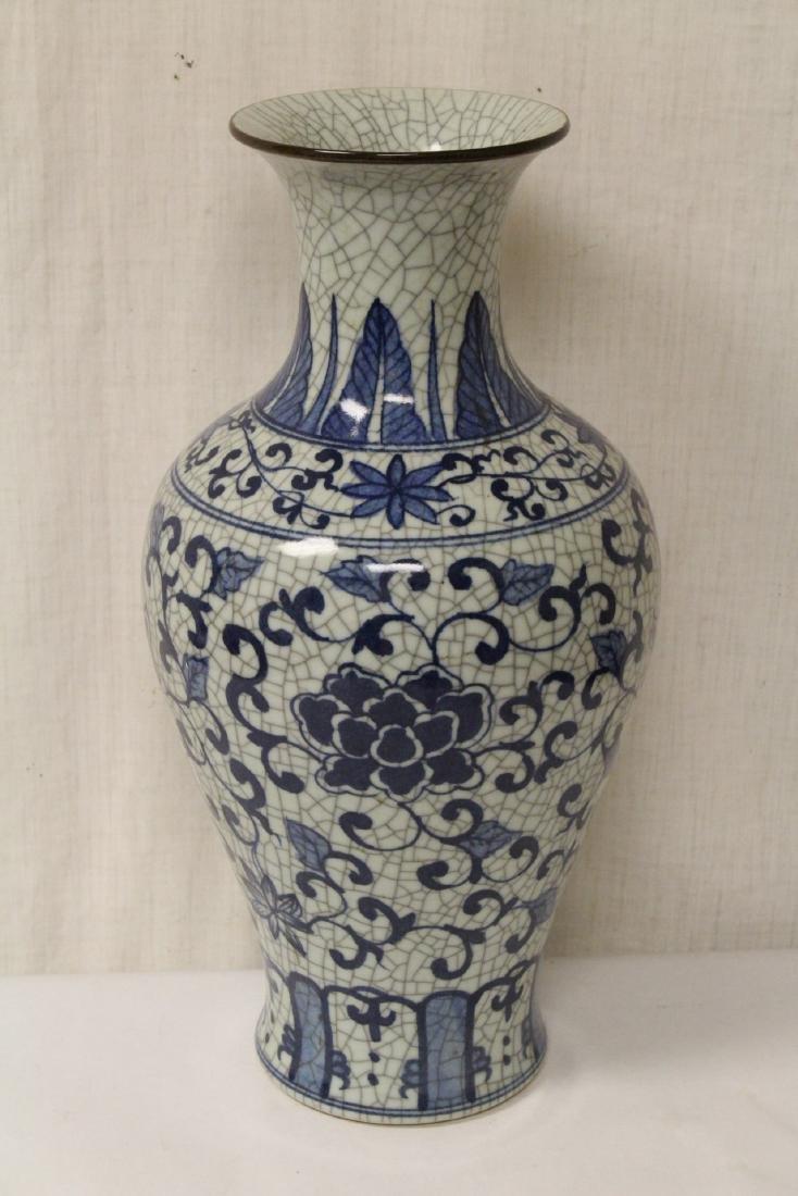 Chinese b&w crackle ware porcelain vase