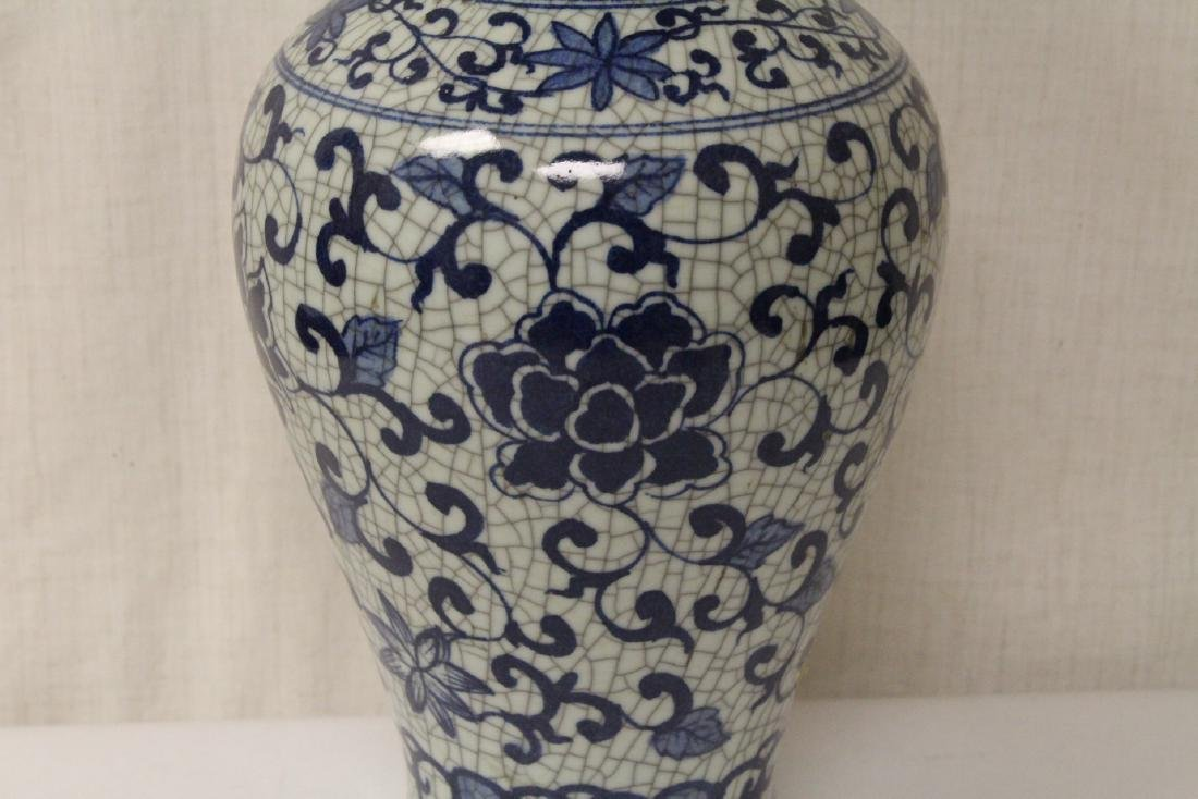 Chinese b&w crackle ware porcelain vase - 5