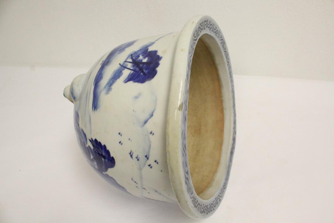 Chinese blue and white porcelain planter - 10