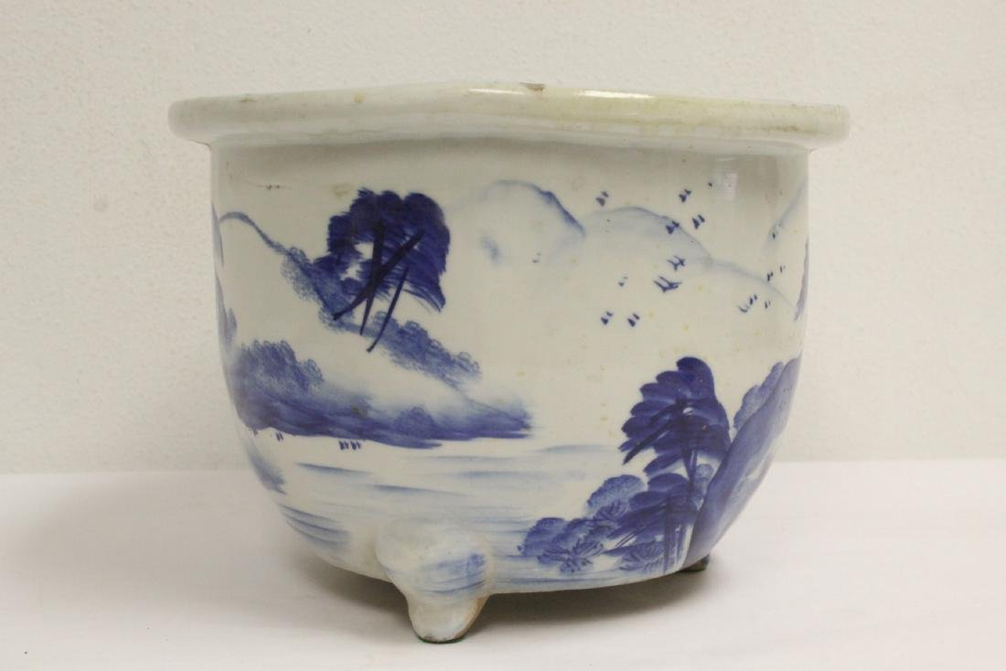Chinese blue and white porcelain planter - 2