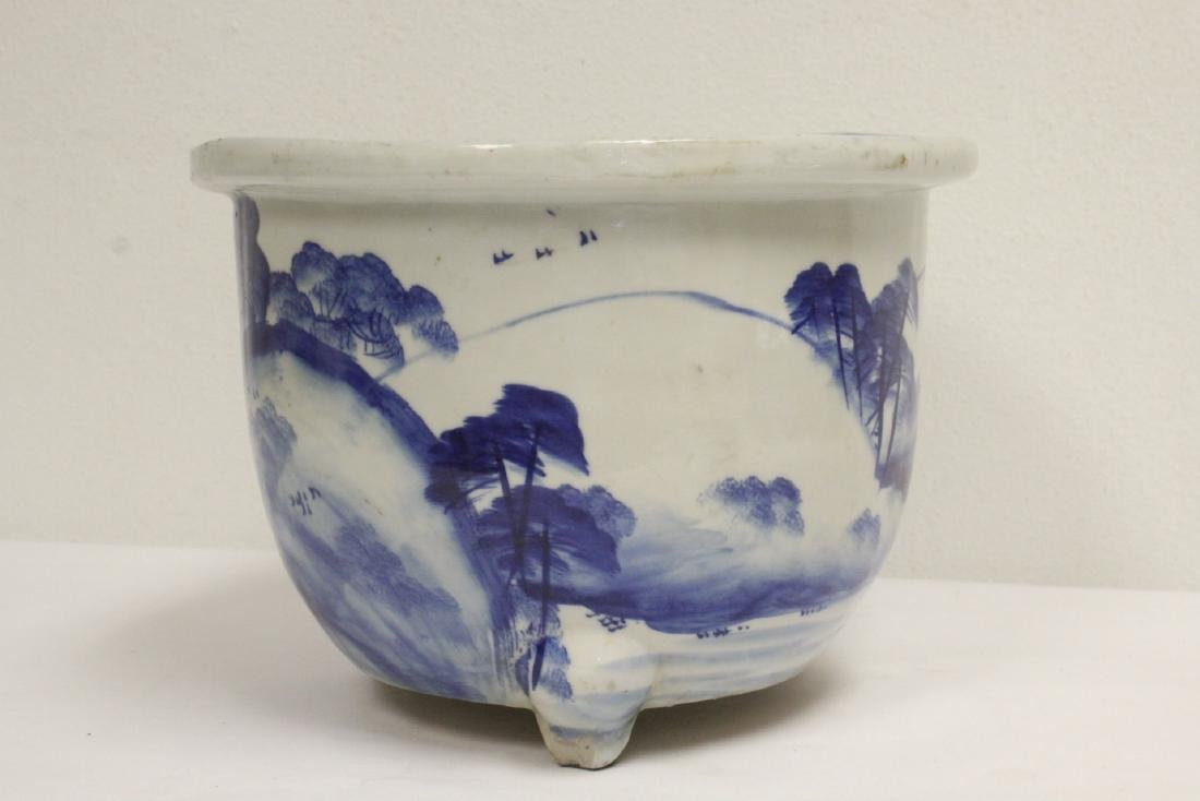 Chinese blue and white porcelain planter - 4