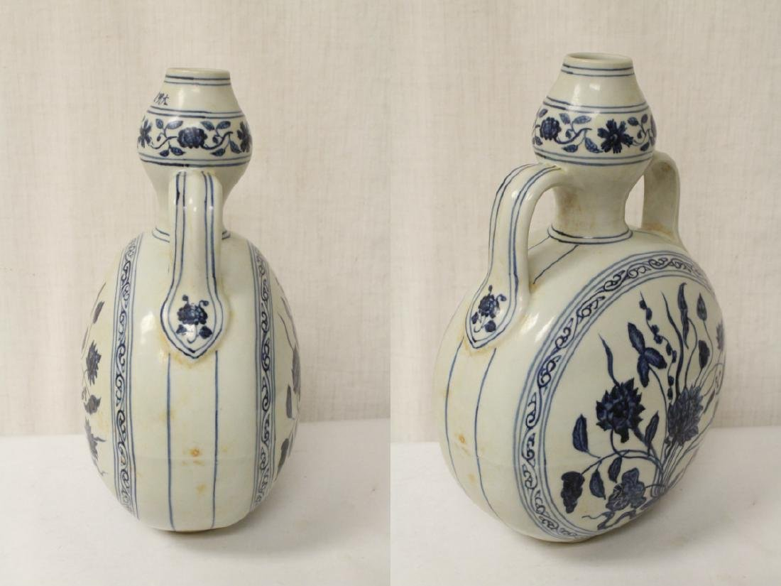 A blue and white porcelain wine flask - 6