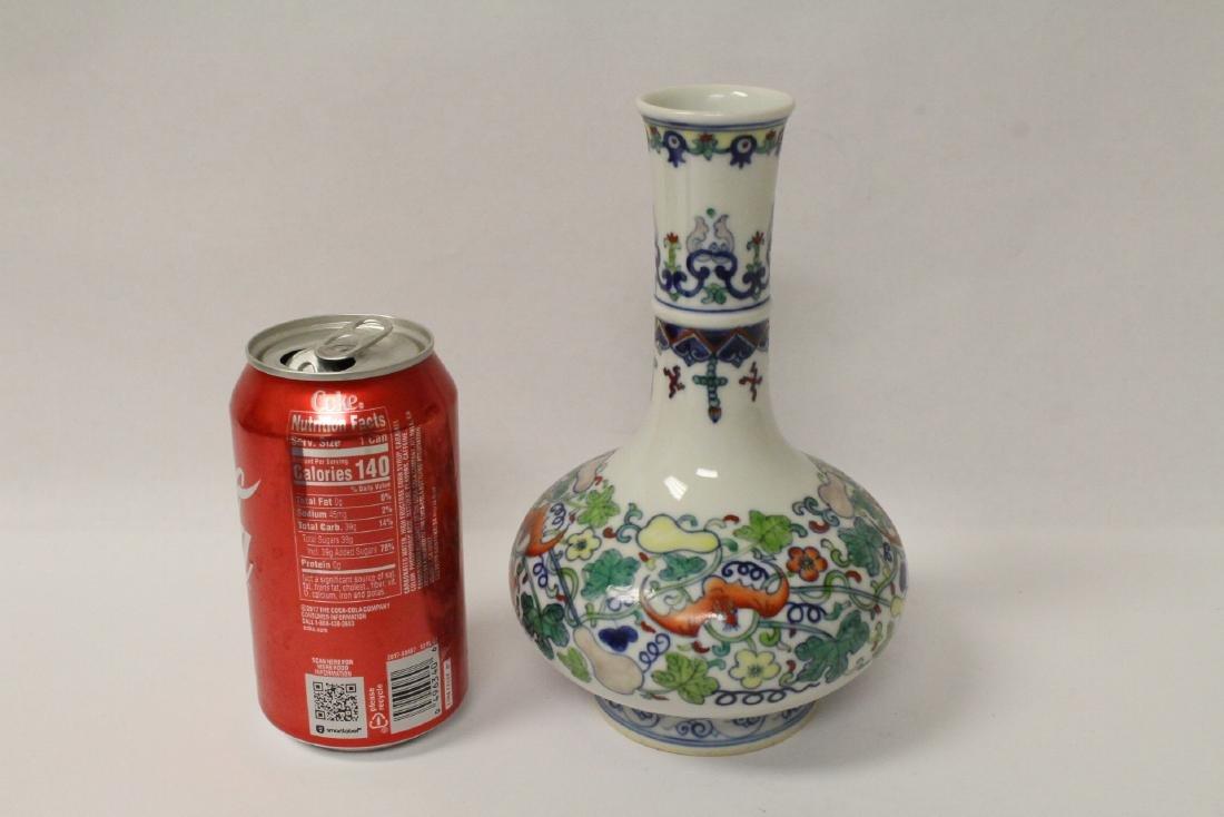 Wucai porcelain vase - 2