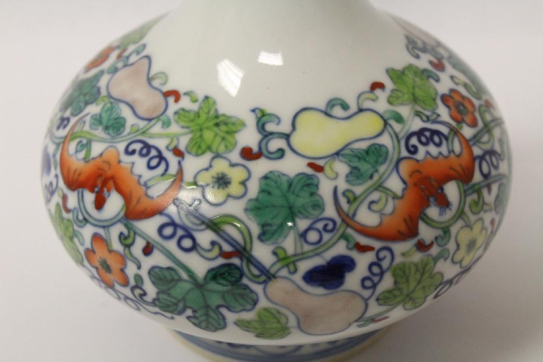 Wucai porcelain vase - 9