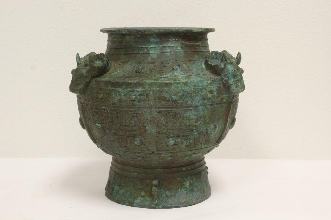 A fine Chinese bronze jar