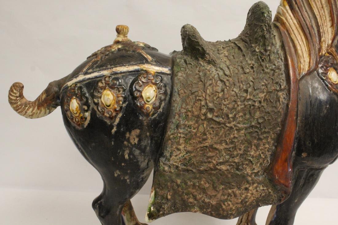 Large Chinese sancai style pottery horse - 7