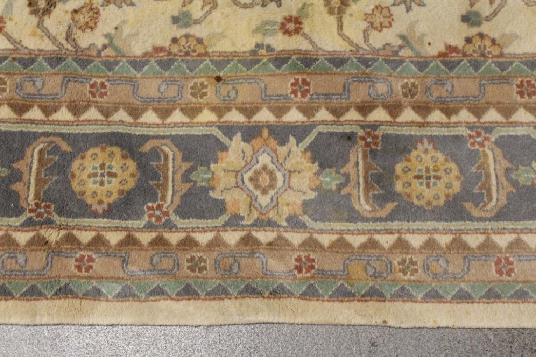 A vintage palace size Chinese rug - 4