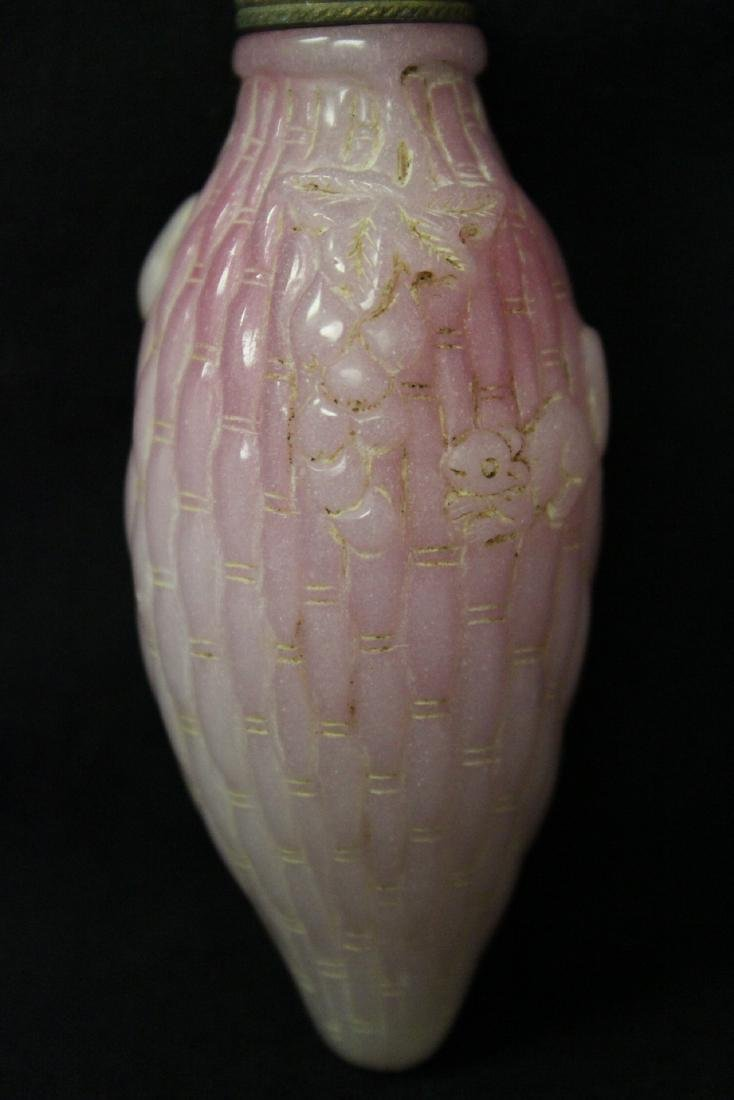 Unusual melon shape Peking glass snuff bottle - 3