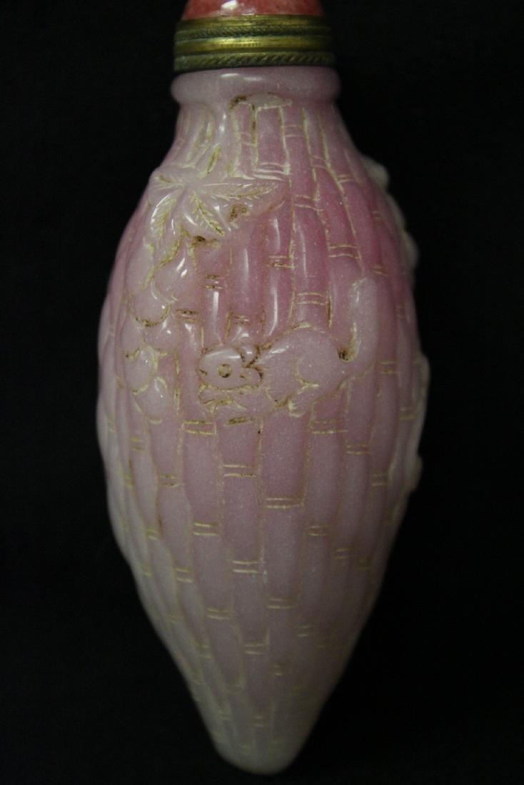Unusual melon shape Peking glass snuff bottle - 4
