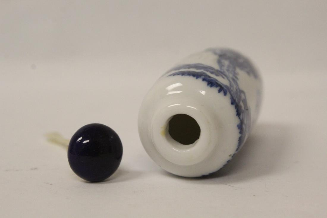 2 Chinese vintage porcelain snuff bottles - 9
