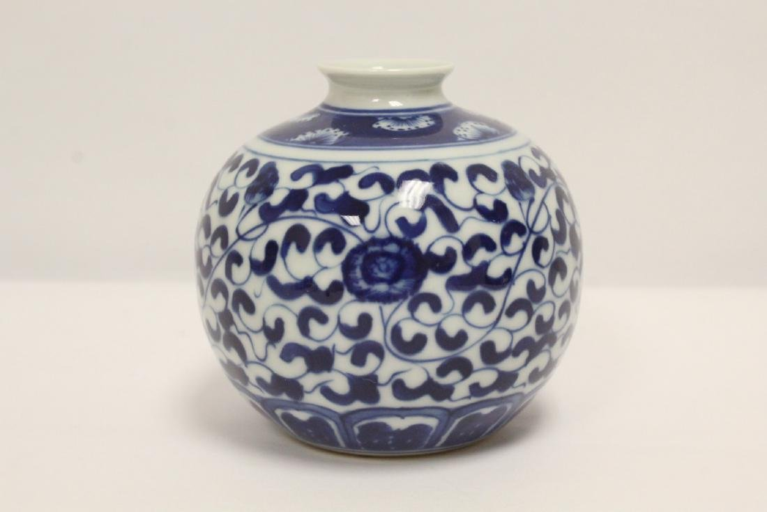 A fine Chinese blue and white small porcelain jar