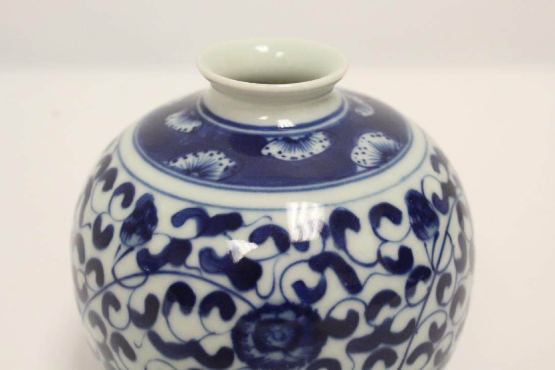 A fine Chinese blue and white small porcelain jar - 5
